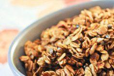 Healthy smoothie recipes 461759768027281583 - Granola salé Plus Source by Vegan Granola, Granola Cereal, Gluten Free Cooking, Healthy Cooking, Smothie Bowl, Veggie Recipes, Healthy Recipes, Cas, Happy Vegan