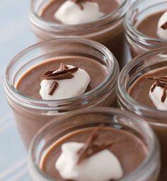 水とチョコレートってダメな組み合わせかと思いきや、混ぜあわせると美味しいチョコムースになるそうなんです!あなたも作ってみてください♪
