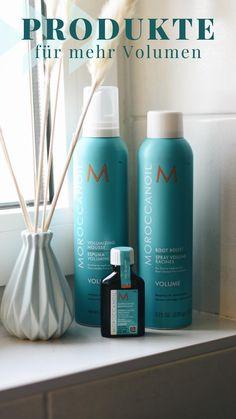 Mehr Volumen gefällig? Mit den Produkten von Maroccanoil ist das kein Problem. Einfach das Volumizing Mousse ins handtuchtrockene Haar geben und anschließend trocken föhnen. Zusätzlich man auch das Root Booster Spray an den Ansatz sprühen und erst danach das Haar trocken föhnen. Kombiniert man die beiden Produkte kann man den Volumen-Effekt verstärken. In die Spitzen rate ich euch etwas von dem  Maroccanoil Treatment zu geben. Dadurch bekommt das Haar zusätzlich Glanz und sieht gesund aus. Mousse, Sunscreen, Tricks, Anti Aging, Beauty Products, Hair Care, Skincare, Nail Polish, Personal Care