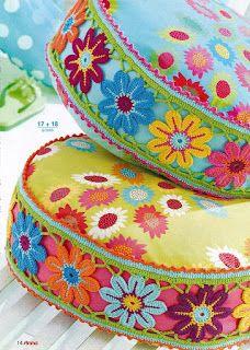 Hooked on crochet ~ Inspiration! #crochet flower edging on pillow