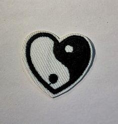 Yin og Yang hjerte ,sy/strykemerke - Epla Yin Og Yang, Charms, Vans, Porto, Van