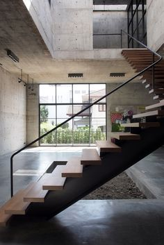 ASWA (Architectural Studio of Work - Aholic) designed the solid concrete studio + gallery situated in Bangkok, Thailand. The private studio and gallery of th. Floating Staircase, Modern Staircase, Staircase Design, Concrete Architecture, Contemporary Architecture, Interior Architecture, Concrete Interiors, Interior Stairs, House Design