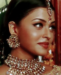 Aishwarya Rai won the Miss World 1994 contest. In she was declared as The Most Beautiful Miss World of All Times, receiving the… Aishwarya Rai Young, Aishwarya Rai Photo, Actress Aishwarya Rai, Aishwarya Rai Bachchan, Bollywood Actress, Pretty People, Beautiful People, Indian Aesthetic, World Most Beautiful Woman