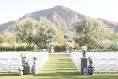 A blue and white wedding touting Chinoiserie details that it is simply jaw dropping with Amy and Jordan Photography capturing every glorious moment.
