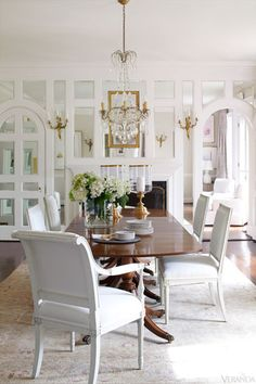 Refreshing , Clean, and White for dining where Food is the Focus. Designed by Suellen Gregory. Photo from Veranda magazine.