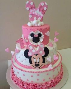 three tier cake, pink and white fondant, easy minnie mouse cake, pink frosting Minnie Mouse Cake Design, Bolo Da Minnie Mouse, Minnie Mouse Birthday Cakes, Minnie Cake, Minnie Mouse Theme, Minnie Mouse Baby Shower, Mickey Cakes, Mini Mouse Cake, Mickey Birthday