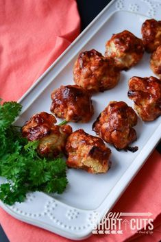 A delicious way to eat your veggies. This is a must try even if you don't like cauliflower. Check out this yummy BBQ Cauliflower Bites Recipe Vegetarian Barbecue, Vegetarian Recipes, Cooking Recipes, Healthy Recipes, Vegan Meals, Vegan Food, Vegetarian Appetizers, Vegetarian Options, Top Recipes