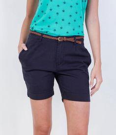 Bermuda feminina  Com bolsos  Cinto  Marca: Marfinno  Tecido: sarja  Composição: 100% algodão  Modelo veste tamanho: 36       COLEÇÃO VERÃO 2016       Veja outras opções de    bermudas femininas.