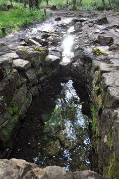 Brocéliande, forêt magique Fontaine de Barenton avec la présence l'Archange Mikael