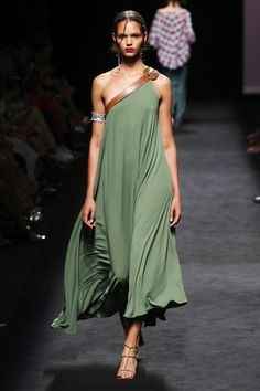 Marcos Luengo Madrid Frühjahr/Sommer 2020 - Kollektion - 2020 Fashions Woman's and Man's Trends 2020 Jewelry trends Vogue Fashion, India Fashion, Runway Fashion, Spring Fashion, Fashion Show, Fashion Design, High Fashion, Classy Fashion, Bridal Fashion