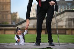 Wow, this is so amazing...biology is a mystery. Shortest man, Chandra Bahadur, meets tallest man, Sultan Dangi, in London, England. Best pictures of the week: November 21, 2014