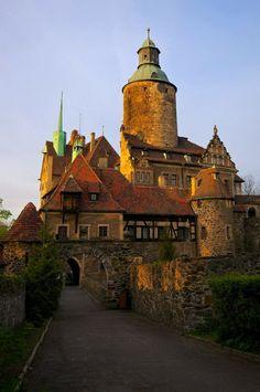 It's a beautiful world Czocha Castle, Lower Silesia / Poland (by Rafal Gorny).