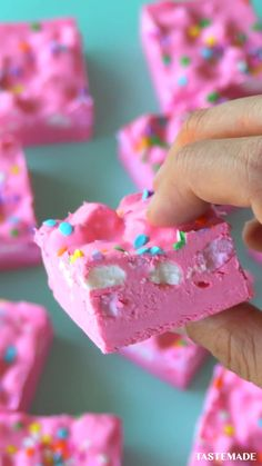 Impress the whole family with these bubblegum cloud fudge bars.
