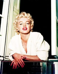 Marilyn Monroe on the set of 'The Seven Year Itch' 1954. @Deidra Brocké Wallace