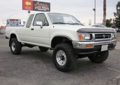 Love those rims. Toyota Pickup 4x4, Toyota Trucks, Chevy Trucks, Custom Truck Beds, Custom Trucks, Compact Pickup Trucks, 2010 Toyota Tacoma, Small Pickups, Plans Architecture