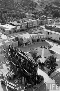Courthouse Square on the Universal Studios back lot, Universal City, Los Angeles, California 1963 Universal City, Universal Studios, Classic Hollywood, Old Hollywood, Futurama, California History, Southern California, I Love Cinema, Stockholm