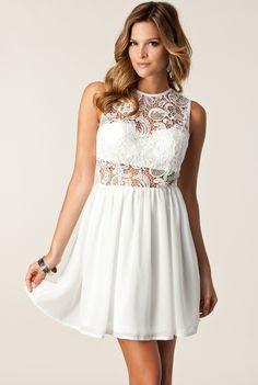 robe plissée en crochet motif floral