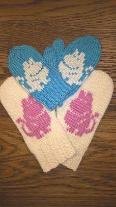 Nämä lapaset tein serkun lapsille Britanniaan. Lähtivät yllätystuliaisina, joten en ollut varma tuntevatko he Muumeja entuudestaan, mutta on... Knitting Charts, Baby Knitting Patterns, Knitting Socks, Knit Socks, Tove Jansson, Moomin, Hobbies And Crafts, Kids And Parenting, Knit Crochet