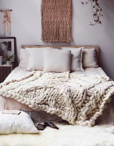 May 2018 - Bedroom decor inspiration and ideas, modern, minimalistic and boho design and style. See more ideas about Bedroom decor, Decor and Interior design.