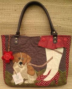 Applique dog bag, (website in spanish) Bolsas Jeans, Patchwork Bags, Quilted Bag, Handmade Handbags, Handmade Bags, Dog Quilts, Dog Purse, Cat Bag, Denim Bag