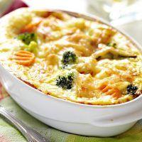 Recept : Zapečená brokolice se zeleninou a vajíčkem | ReceptyOnLine.cz - kuchařka, recepty a inspirace Cheeseburger Chowder, Soup, Diet, Carrot, Dish, Food, Recipe, Kitchens, Soups