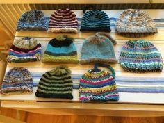 Små mössor till Nepal med mönster – helenastickar Nepal, Gudrun, Rest, Knitted Hats, Winter Hats, Beanie, Knitting, Creative, November