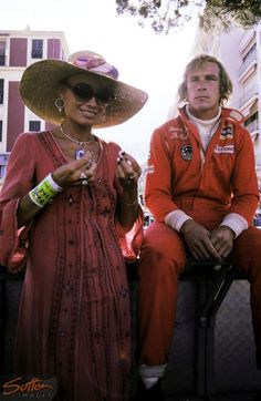 James Hunt (GBR) Hesketh, who retired on lap 29 with a broken drive shaft, relaxes with with his girlfriend Suzy Miller (GBR), who would become his wife later in the year.