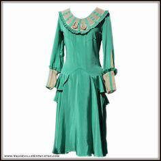 Vintage 20s Green Peplum Day Dress// Ribbonwork Roses// Ruffles// Pleating// 1920s// 1930s