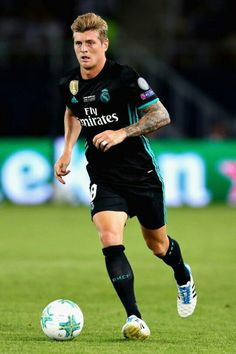 football is my aesthetic Best Football Players, Soccer Players, Football Team, Equipe Real Madrid, Real Madrid Football Club, Uefa Super Cup, Dfb Team, Toni Kroos, Sports Celebrities