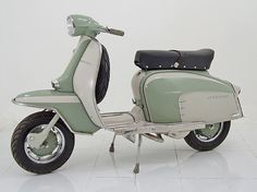 Lambretta 125 Special_vintage two tone colour scheme... gorgeous