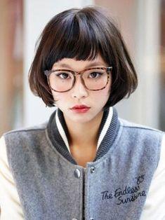 短めの前髪だと眼鏡や帽子、顔周りのアイテムも個性的なものがよく似合いますね。
