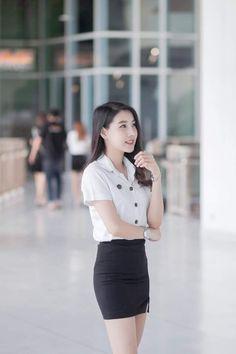 Young And Beautiful, Beautiful Asian Women, S Girls, Cute Girls, School Girl Japan, University Girl, Thai Traditional Dress, Japanese Sexy, Asian Cute