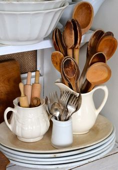 Perfect, white dishes and wooden spoons Wooden Kitchen, Vintage Kitchen, Kitchen Dining, Kitchen Decor, Kitchen Utensils, Rustic Kitchen, Country Decor, Farmhouse Decor, Farmhouse Pitchers