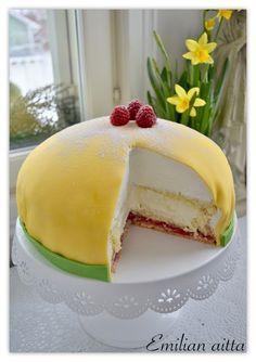 Gluteeniton Prinsessakakku! Raw Desserts, No Bake Desserts, Home Bakery, Yams, Creative Cakes, Baking Recipes, Cheesecake, Deserts, Food And Drink