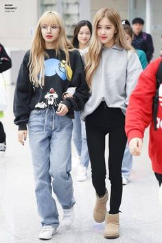 © Instant Pleasantly Kpop Fashion Outfits, Blackpink Fashion, School Fashion, Daily Fashion, Korean Fashion, Casual Outfits, Kpop Mode, Black Pink Kpop, Jennie Blackpink