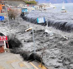 On march 2011 a great earthquake occurred at coastal area of japan triggering a huge tsunami. Japan Earthquake, Earthquake And Tsunami, Tornados, Natural Phenomena, Natural Disasters, Fuerza Natural, Rogue Wave, Fishing Australia, Unusual Facts
