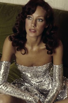 """Marisa Berenson - She was known as """"The Queen of the Scene"""" for her frequent appearances at nightclubs and other social venues in her youth and Yves Saint Laurent dubbed her """"the girl of the Seventies"""" Seventies Fashion, 70s Fashion, Fashion History, Fashion Models, Vintage Fashion, Flower Power, Divas, Inspiration Mode, Supermodels"""