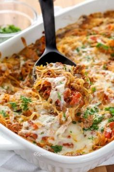 This simple spaghetti squash casserole is one of our favorite weeknight casserole recipes. It is bursting with flavors, healthy, and low carb! Healthy Recipes Spaghetti Squash Casserole - Spend With Pennies Easy Baked Spaghetti, Baked Spaghetti Squash, Healthy Spaghetti Squash Recipes, Greek Spaghetti, Vegan Squash Recipes, Spaghetti Recipes, Vegetable Recipes, Beef Recipes, Cooking Recipes