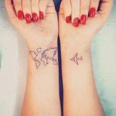17 idées de tattoos discrets pour le poignet