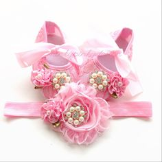 Pink baby shoes baby crib shoes and Headband por mintypinky en Etsy
