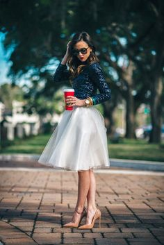 Winter bridal showers aren't on yet but preparing beforehand is better than rushing later, so today we'd like to share some cool bridal shower outfit ideas for brides. New Years Eve Dresses, New Years Outfit, Winter Bridal Showers, Look Street Style, Sequin Shirt, Sequin Outfit, Brunch Outfit, Shower Dresses, Bridal Shower Outfits