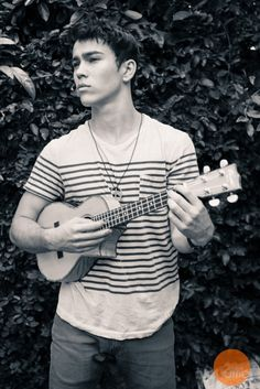 Seriously, the fact that he plays the ukulele makes me melt ❤️