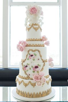 Wedding cakes adorned with lace have always been a firm favourite with brides and this trend is set to continue. Description from amara.com. I searched for this on bing.com/images