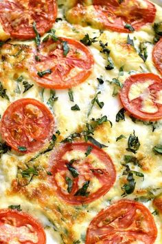 This Caprese Quiche is the ultimate summer breakfast! Loaded with fresh tomatoes, basil, and mozzarella cheese, it comes together quickl. Top Recipes, Gourmet Recipes, Vegetarian Recipes, Cooking Recipes, Healthy Quiche Recipes, Vegetarian Quiche, Spinach Quiche Recipes, Veggie Quiche, Yummy Quiche