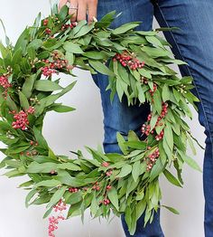 Searching+for+that+perfect+holiday+wreath?+Make+your+own+with+these+easy+step-by-step+instructions+from+Alice+and+Lois.+We+love+the+seasonal+combination+of+bay+leaf+branches+and+berries!/