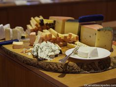 Fromages autrichiens à l'Hotel Krone in Au dans le Vorarlberg, en Autriche Week End Ski, Brunch, Cheese, Food, Morning Breakfast, Greedy People, Culinary Arts, Easy Meals, Recipes
