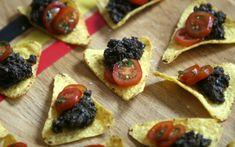 Karola's Kitchen - tortillatoastjes met olijventapenade en gemarineerde kerstomaat