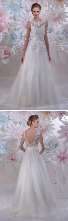 """Isabel de Mestre - New York Kollektion 2016: A-Linie Brautkleid """"Vanity"""" mit Spitze und tollem Rückenausschnitt."""