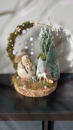 Handmade Christmas Decorations, Diy Christmas Ornaments, Xmas Decorations, Christmas Art, Christmas Projects, Christmas Greetings, Christmas Wreaths, Christmas Arrangements, Christmas Centerpieces