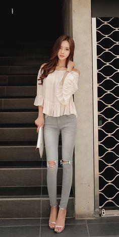 Son Youn Ju Fashion t Asian Sons and Korean Daily Fashion, Fashion Beauty, Girl Fashion, Fashion Pants, Fashion Dresses, Superenge Jeans, Beautiful Asian Women, Hottest Models, Korean Beauty